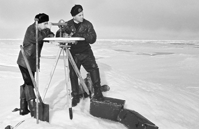 Researchers at the SP-5 station monitoring snow cover in the Arctic