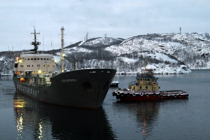 The Serebryanka Floating Maintenance Base with another batch of nuclear fuel reloaded from Lepse is leaving Nerpa, a branch of the Zvyozdochka Ship-Repairing Center in Murmansk, for Atomflot's accumulation site for subsequent reprocessing