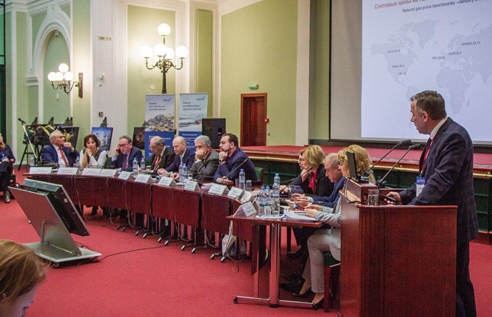 В ходе пленарной сессии «Устойчивое развитие арктических регионов — задачи и пути»