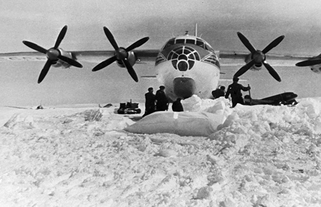 An-10 on Arctic ice aerodrome