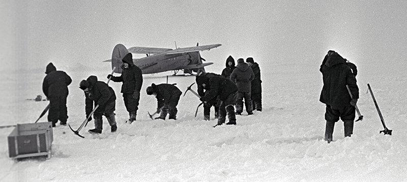 Arctic explorers repair a landing strip at the drifting station North Pole 12