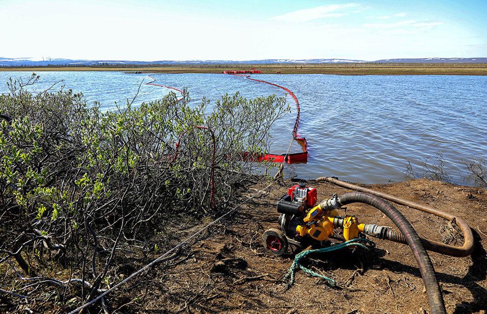 Krasnoyarsk scientists develop sorbent for removing Norilsk fuel slicks