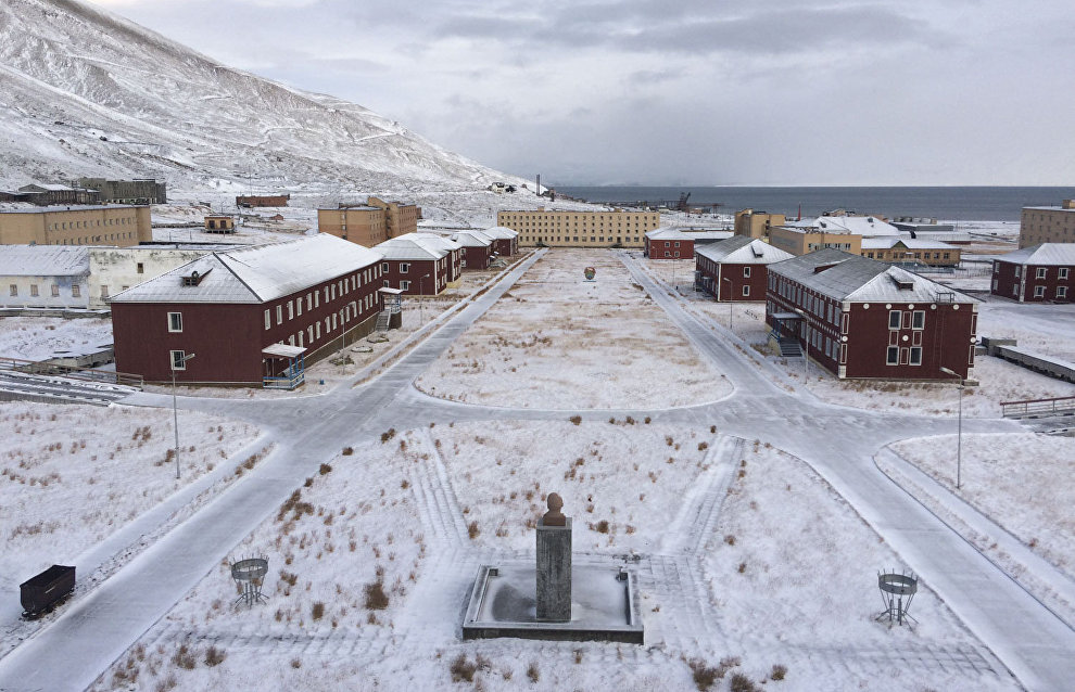 The town of Pyramiden
