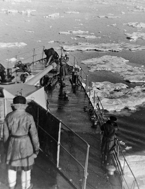 The deck of a warship in the Barents Sea. The Northern Fleet