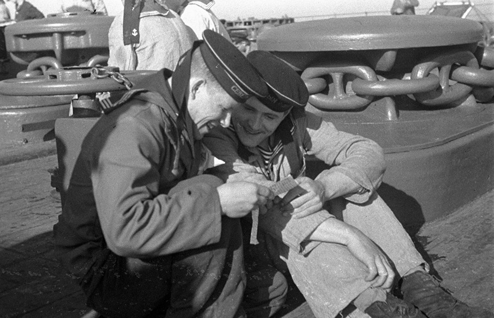 Sailors reading a letter on the deck. The Northern Fleet