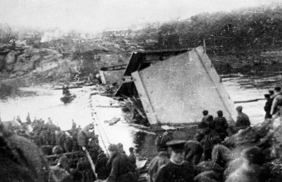 Soviet soldiers beside a bridge destroyed by German troops. Petsamo–Kirkenes operation (Norway)