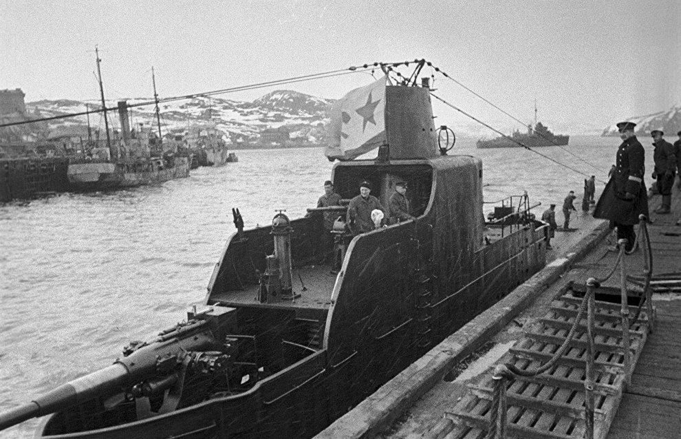 A sumbarine putting out to sea to intercept a Nazi convoy