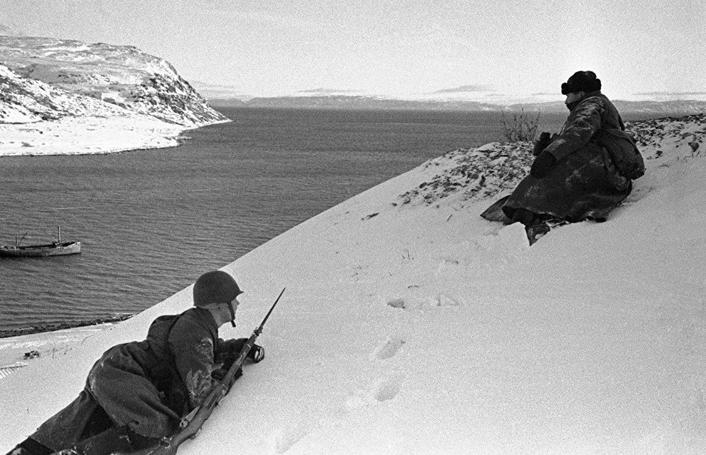 Soviet scouts control the combat situation. The Rybachy peninsula, Northern Front