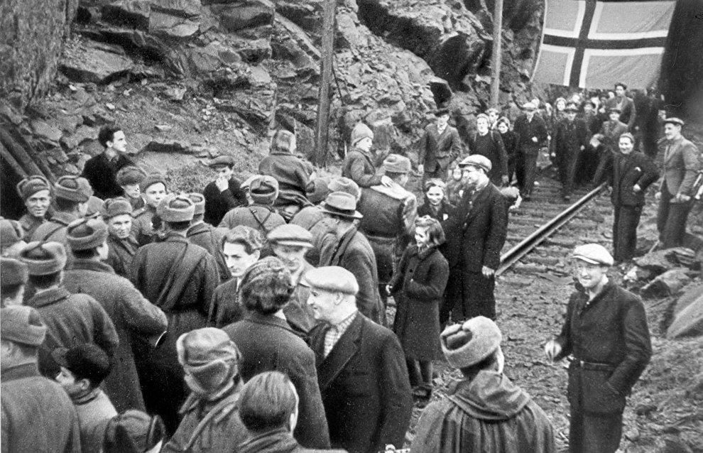 Residents of Kirkenes, Norway, meeting Soviet soldiers in 1944