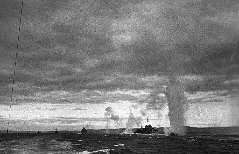 Northern Fleet ships on war patrol