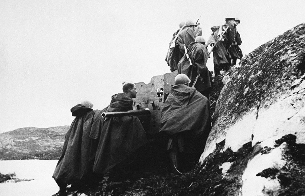 The liberation of Northern Norway. Artillerymen change combat emplacement