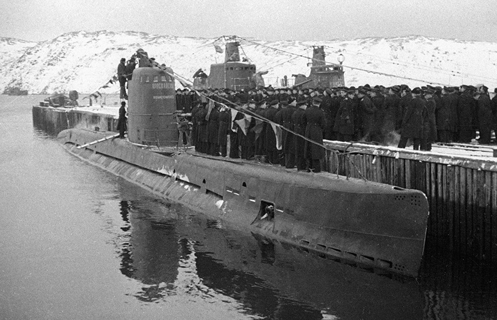 The Northern fleet sailors take over the submarine built during the WWII at the expense of Yaroslavl young communists
