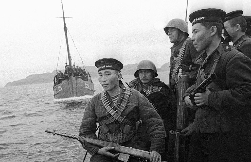 Motor boats carrying Marine detachment of the Soviet Navy's North Fleet approach enemy shore
