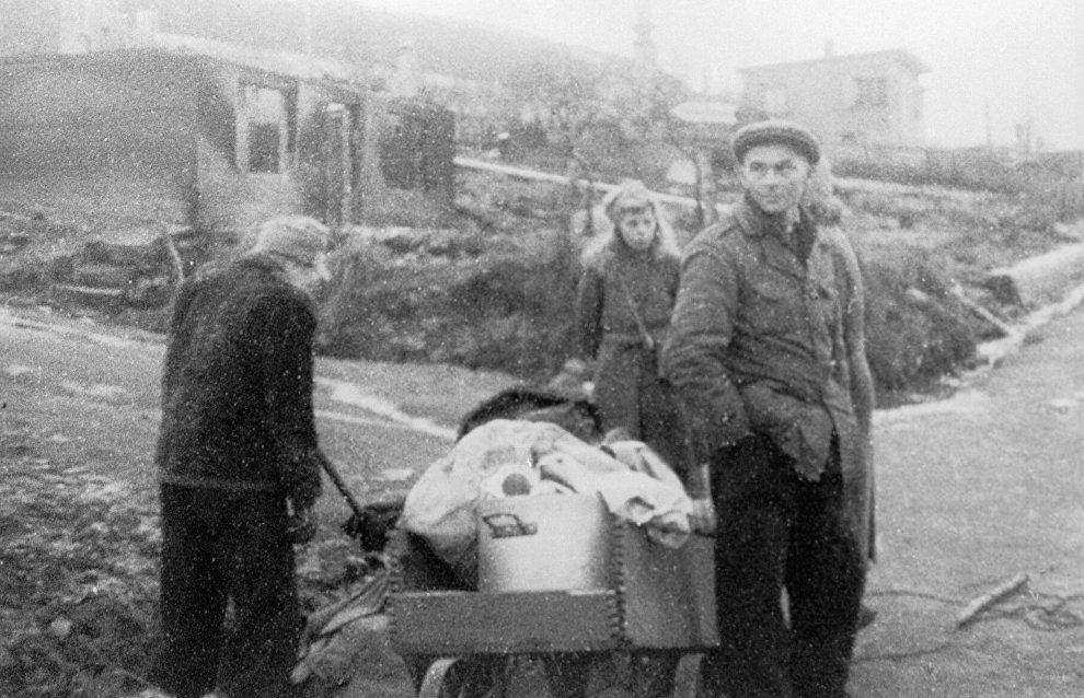 Kirkenes residents return to their home city during World War Two