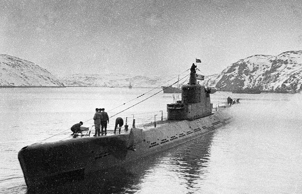 K-21 submarine commanded by Hero of the Soviet Union Nikolai Lunin returns to base