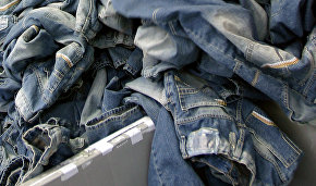 Indigo denim microfibers from blue jeans are polluting lakes and Arctic regions of Canada