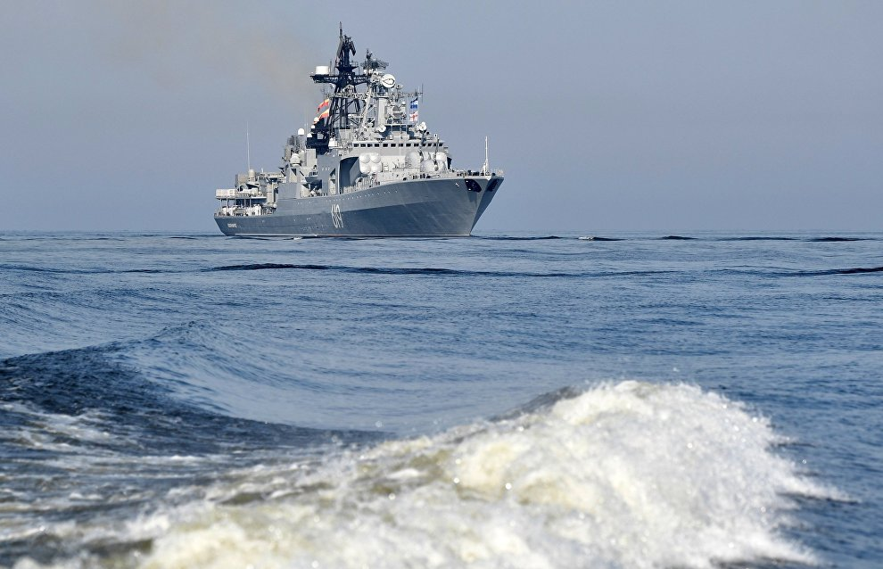В Арктике отрабатывают заправку кораблей на ходу